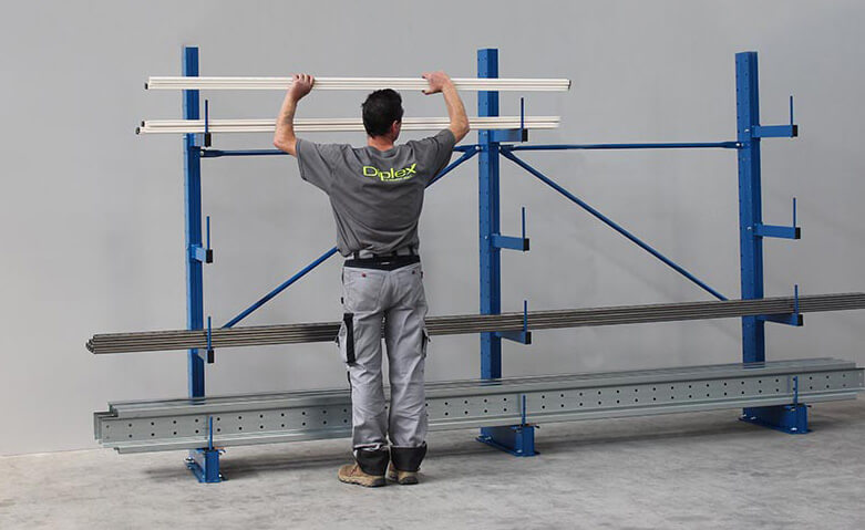 Stockage manuel avec le rayonnage cantilever MiniCANT